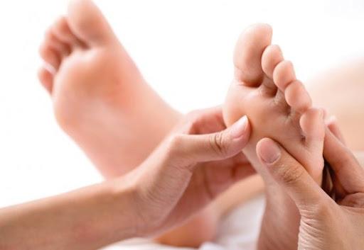 Tại sao phải bấm huyệt ở chân và phương pháp bấm huyệt đơn giản